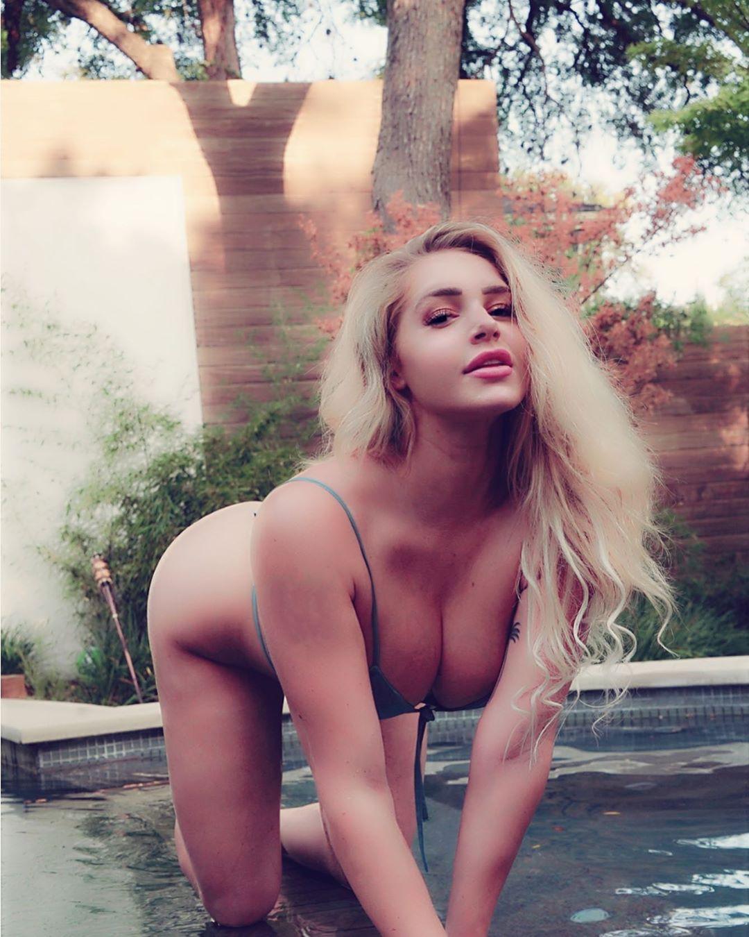 Courtney Tailor Hot Instagram Photos, Social network