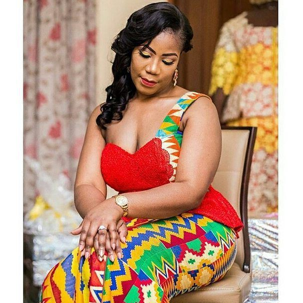 Oh my god! Check out this kente styles kaba, African wax prints