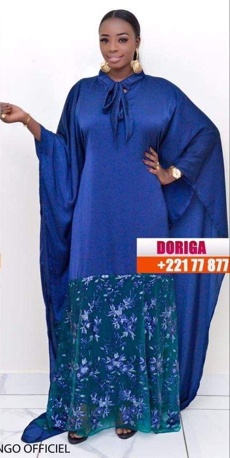 Classic glamorous electric blue, Kleid Mit Stickereien