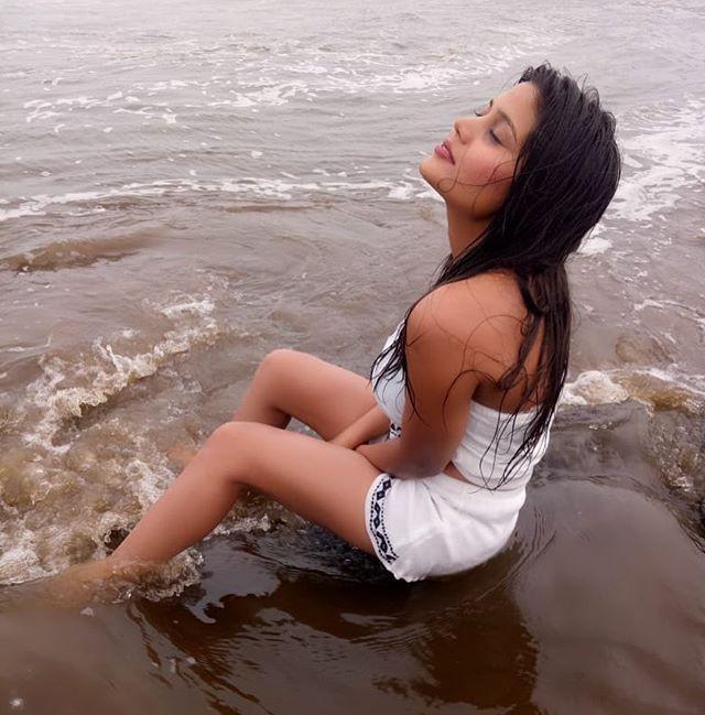 Amanda Sharma Hot Pictures, Sea Side