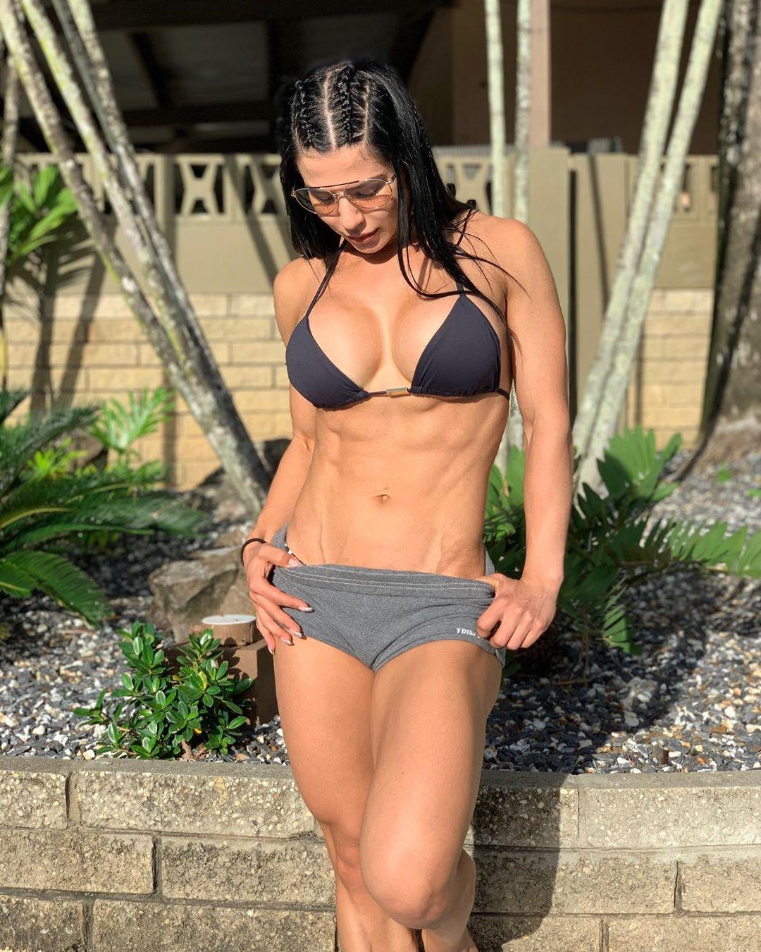 Eva Andressa Abs Hot Bikini