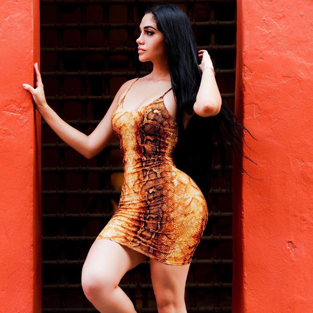 Find out these nice & adorable fashion model, Jailyne Ojeda Ochoa