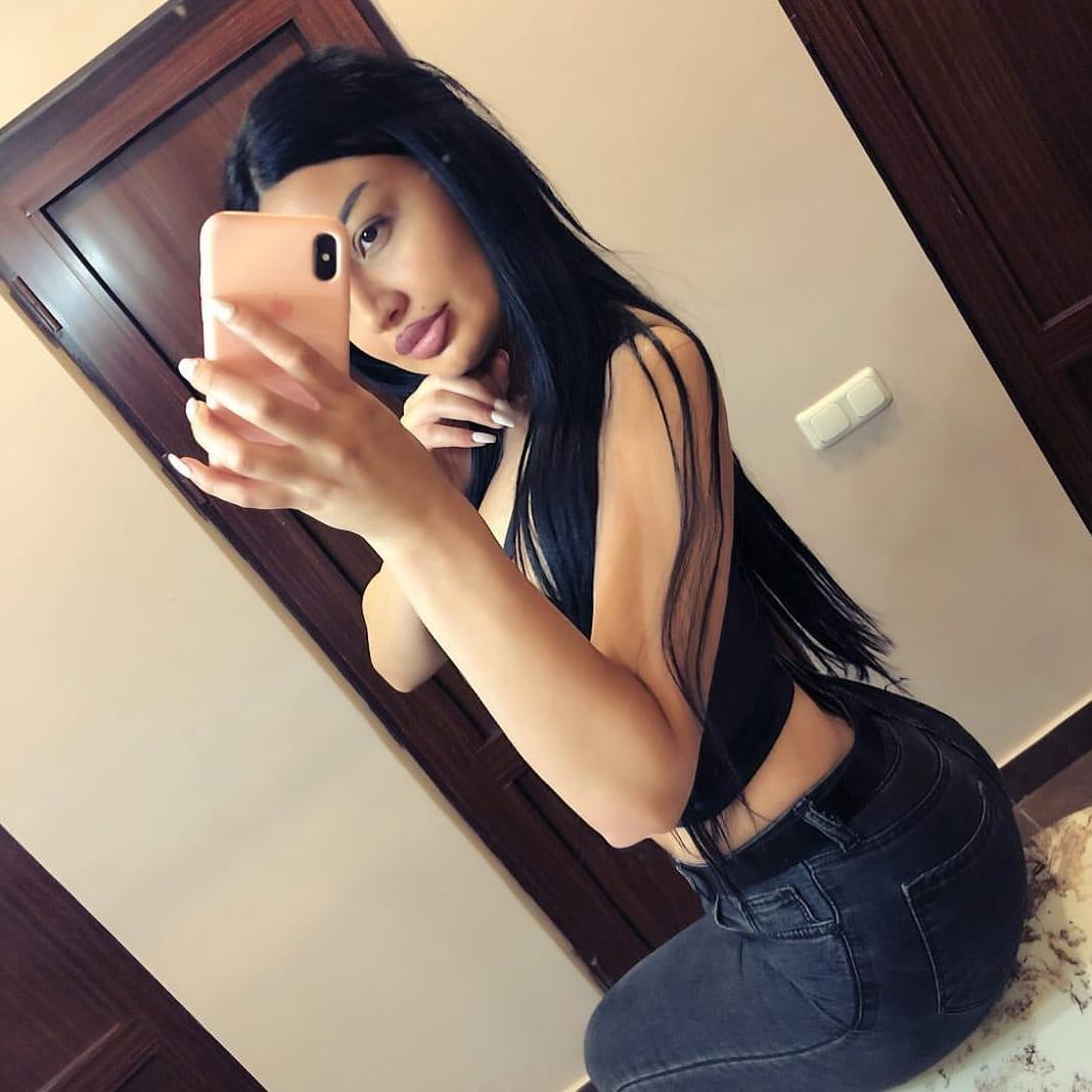 Cute Hot Girls On The Instagram, Black hair, Photo shoot