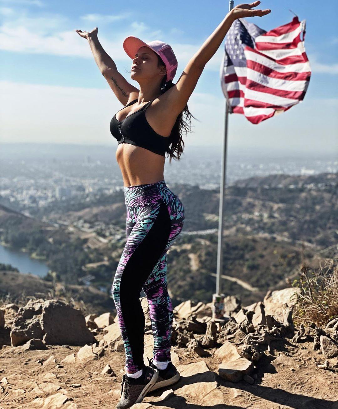 Andrea Espada Vines & Photos, Drop Your Flag