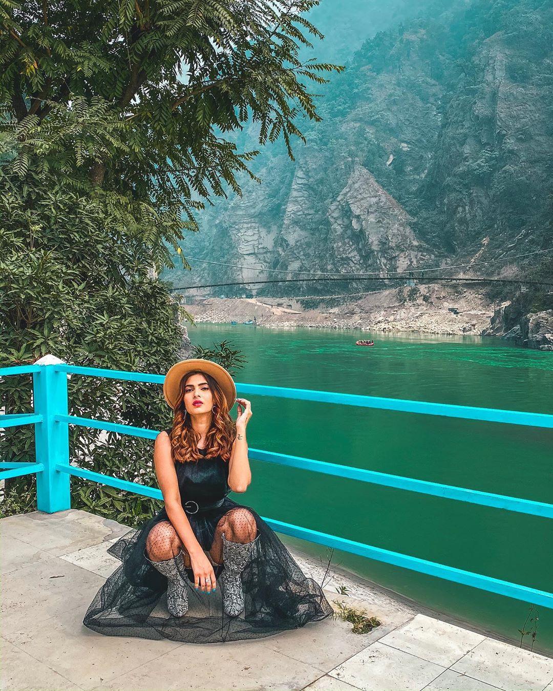 Karishma Sharma Instagram Pictures, Karishma Sharma, Fastey Fasaate