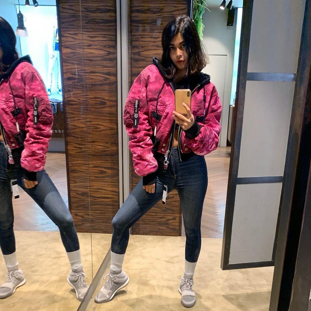 Sakshi Pradhan Instagram, Pink M