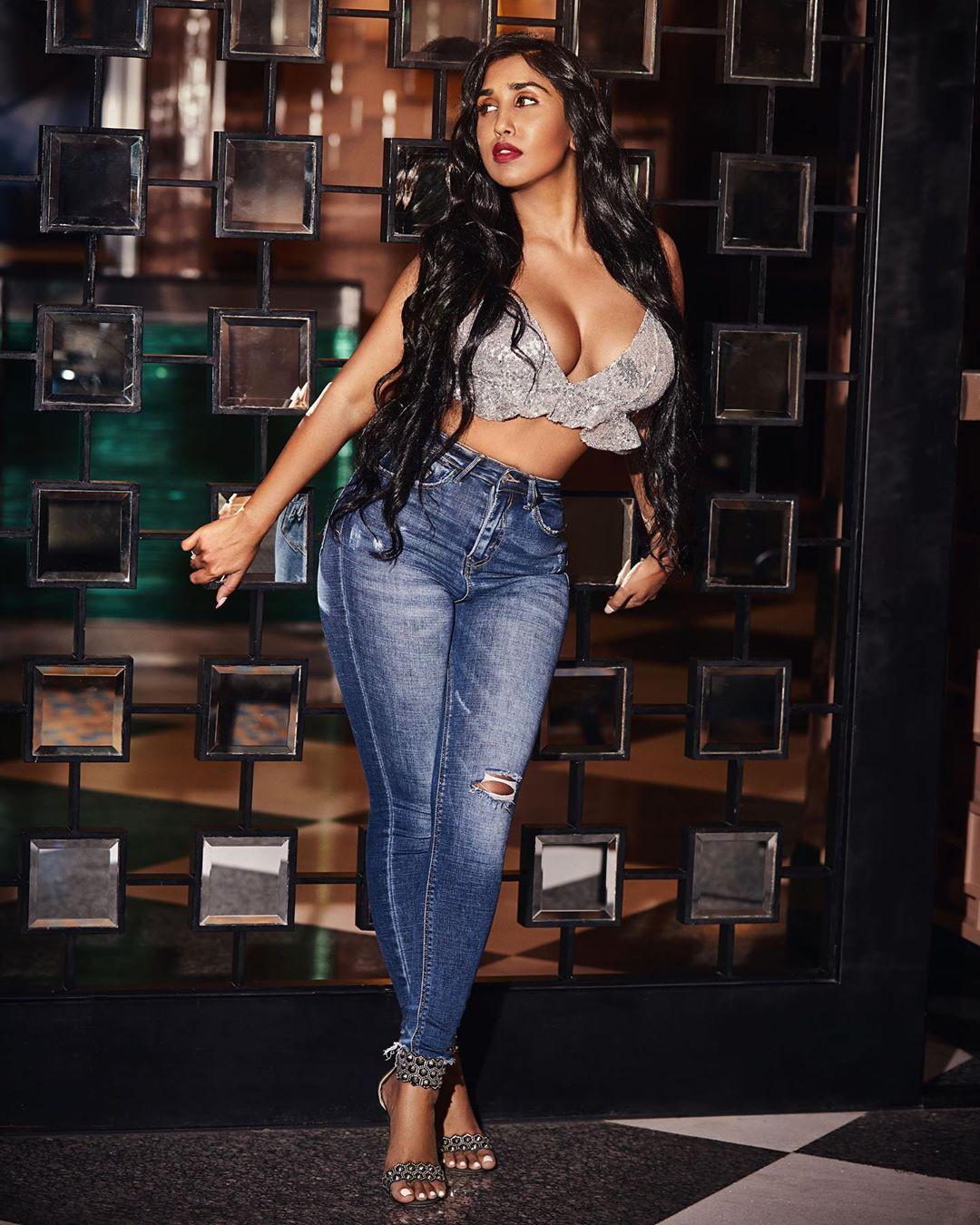 Scarlett M Rose Hot Photos, Anveshi Jain, MTV Splitsvilla