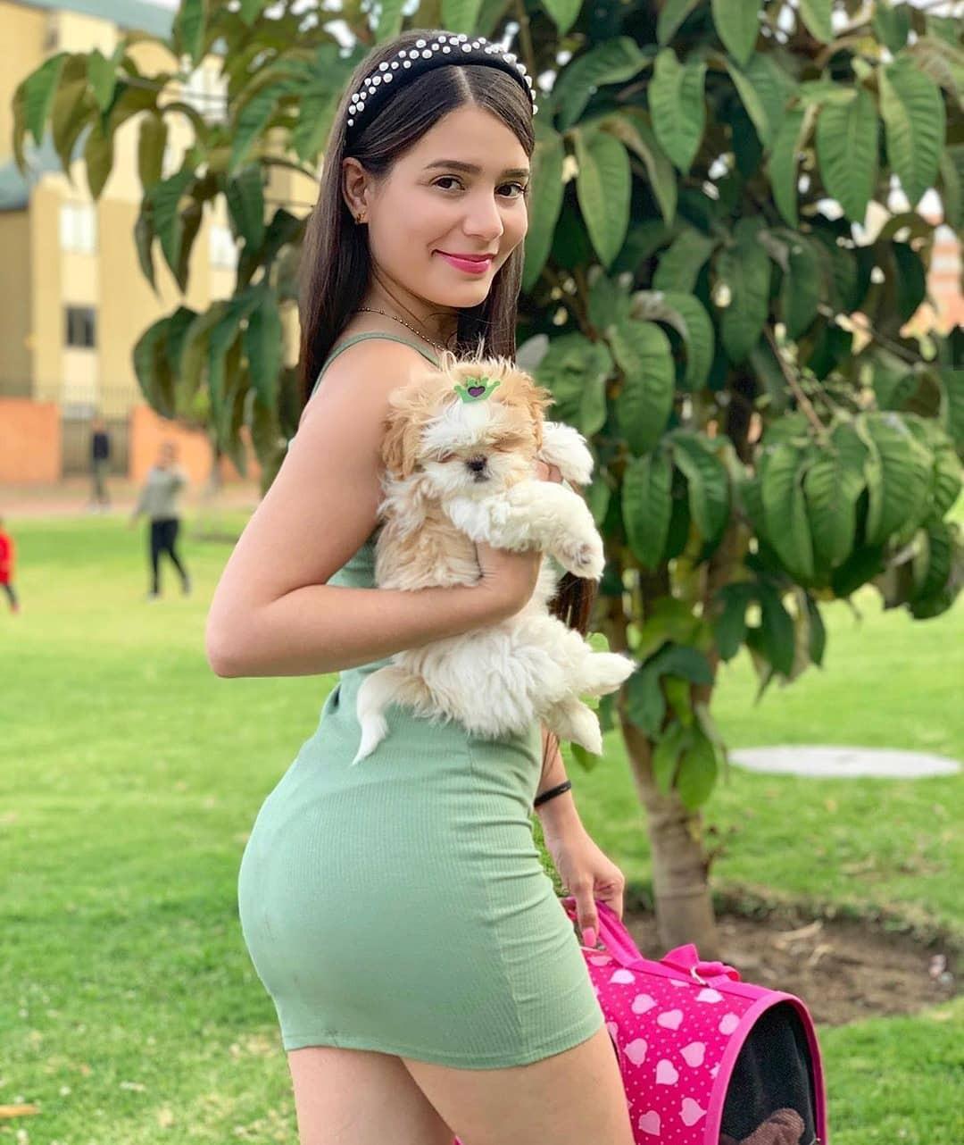 Cute Hot Girls On The Instagram, Corazón Serrano, Zafiro Sensual
