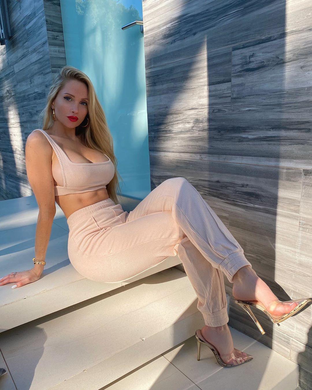 Amanda Lee Hot Photos