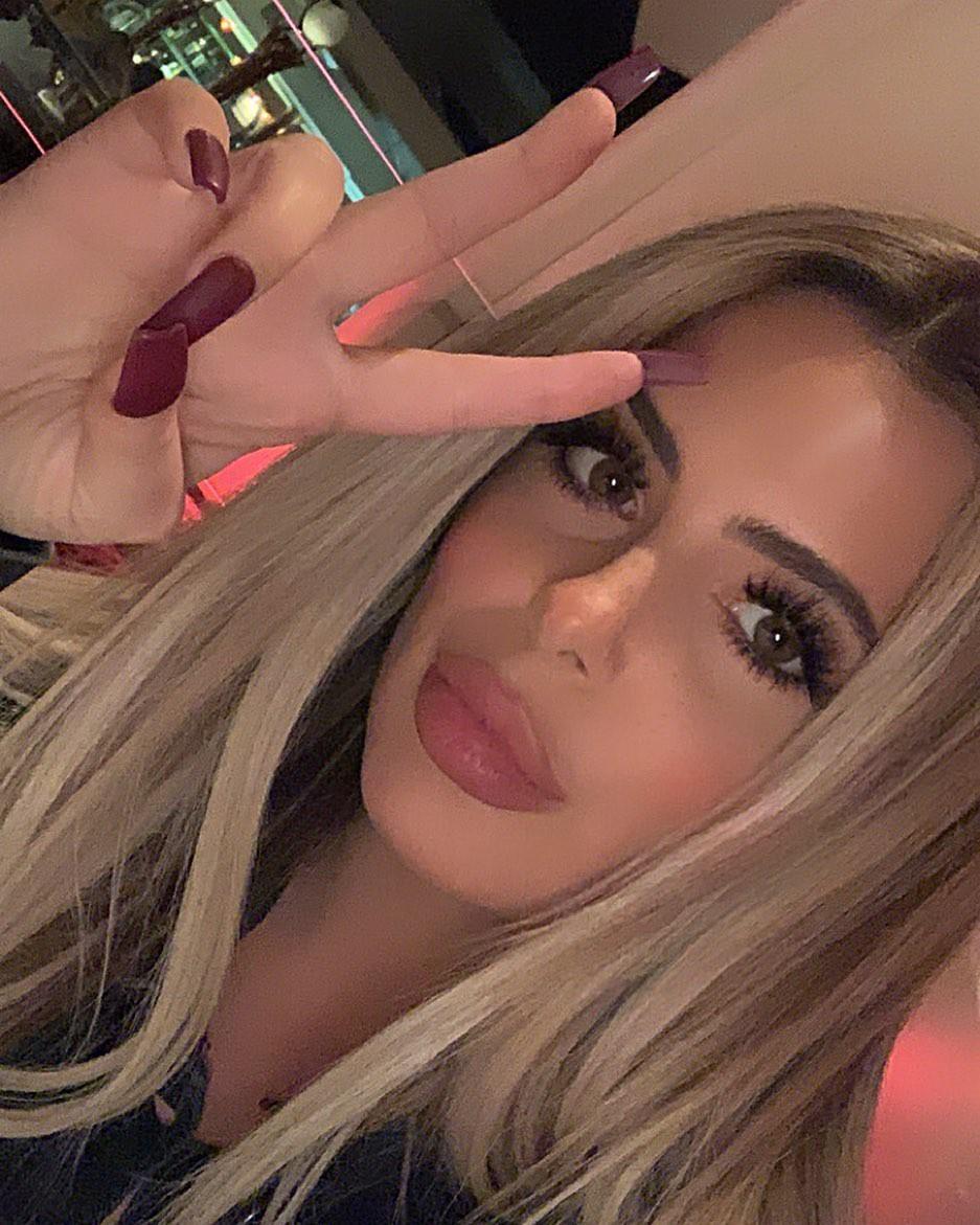 Brielle Biermann Instagram Pictures, Lip liner, Black hair