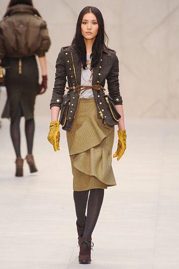 Dresses ideas militär catwalk, London Fashion Week