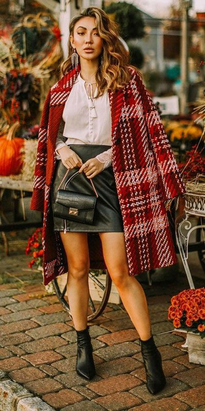 Holiday Outfit Ideas For Women, Leather skirt