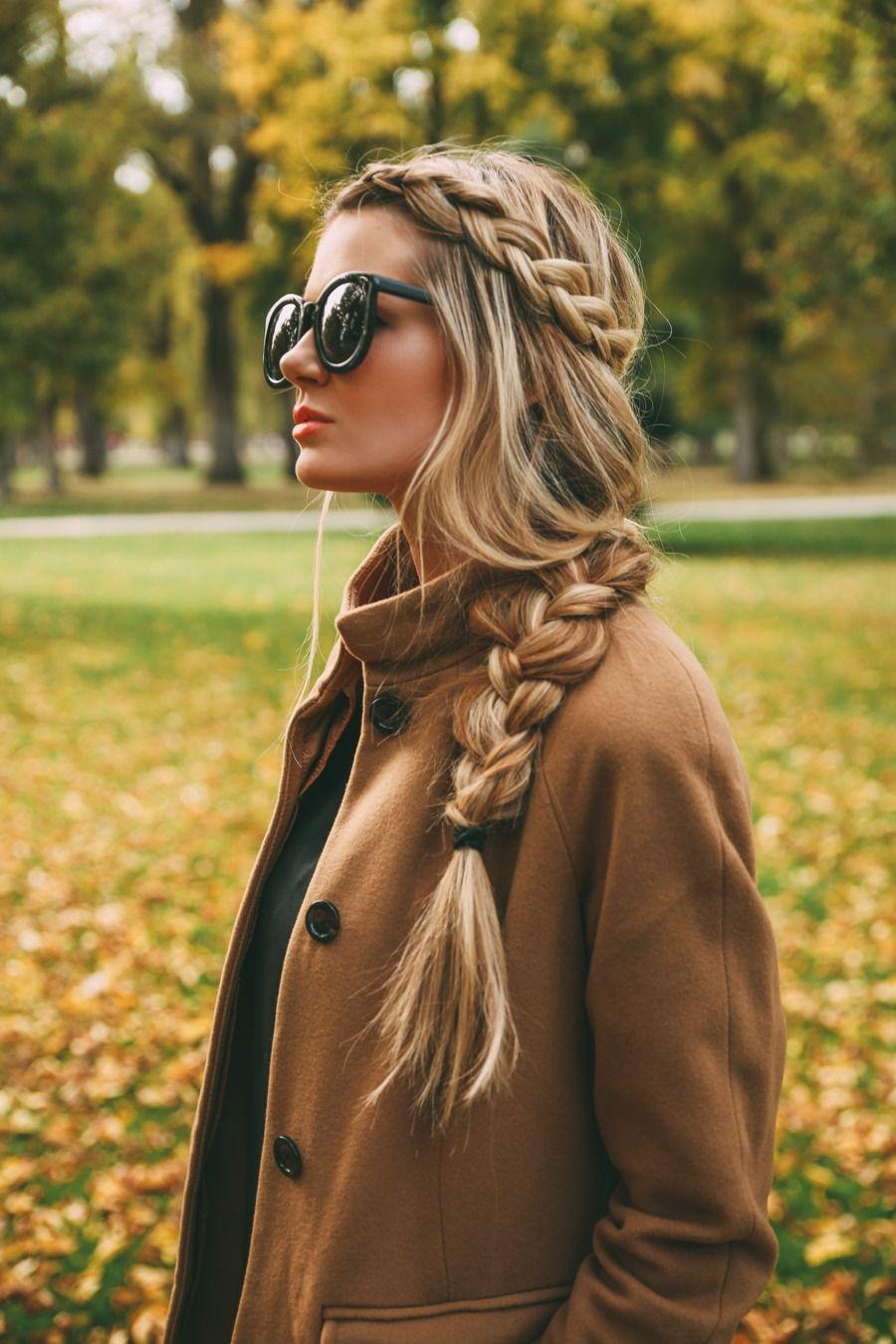 Loose braids long hair, Barefoot Blonde