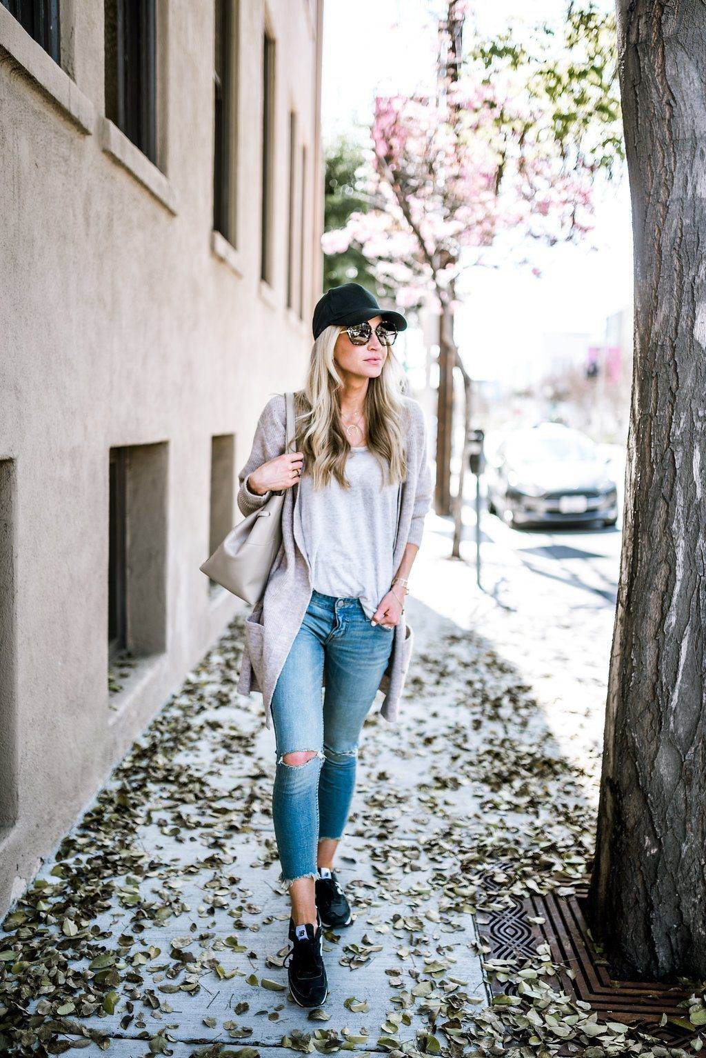 Outfits To Wear With Sneakers, Baseball cap, Jean jacket