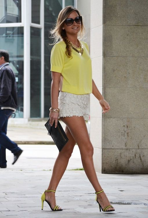 Stylish Outfits With White Lace Shorts