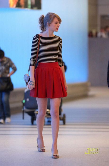 Taylor swift red skirt, Taylor Swift