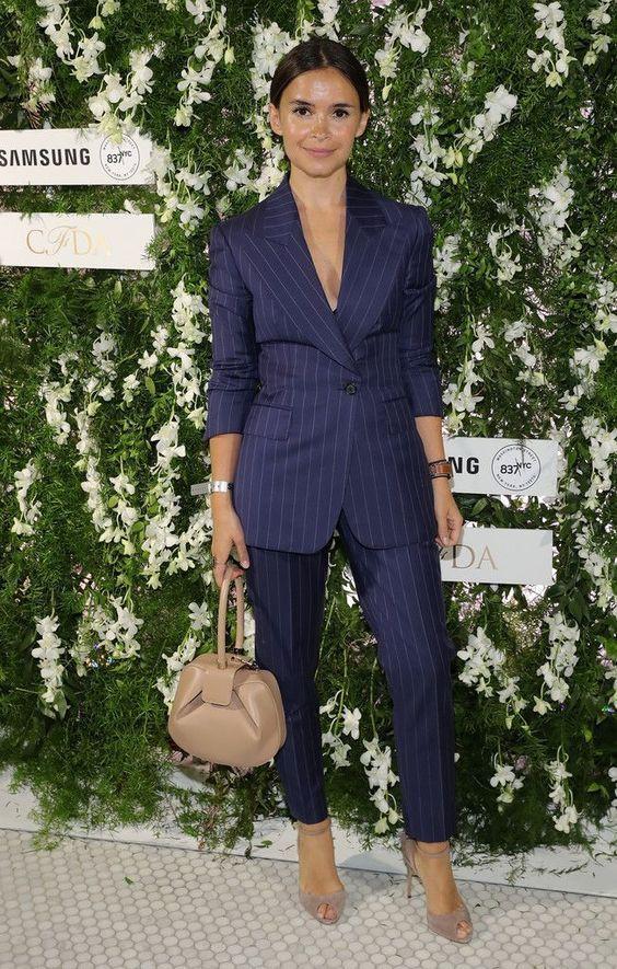 Celebrities tips on mira duma suit, Little black dress