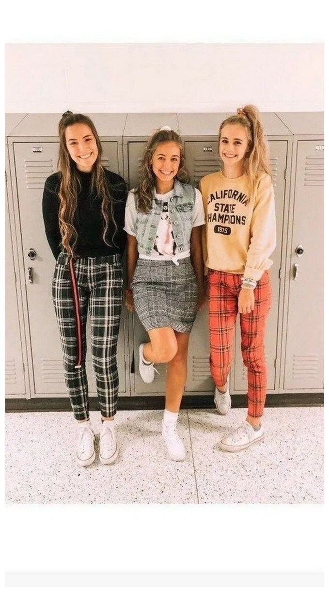 School Outfits Ideas, Grunge fashion, Mom jeans