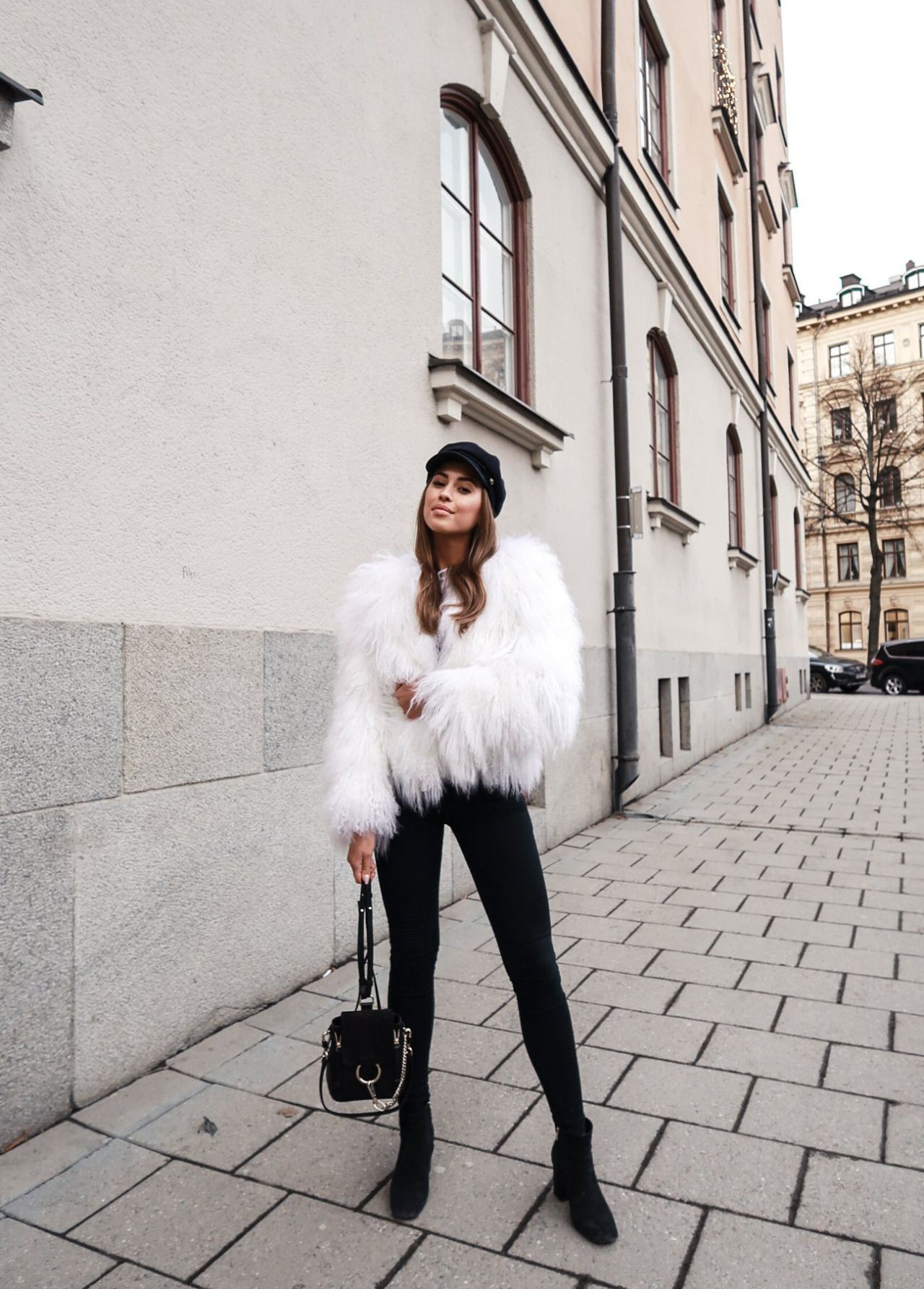 Best style of blogger white fur, White trench coat