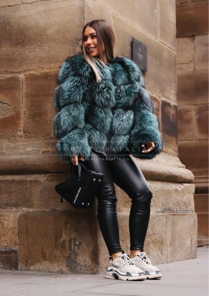 Divine style fur clothing, Manteau de fourrure