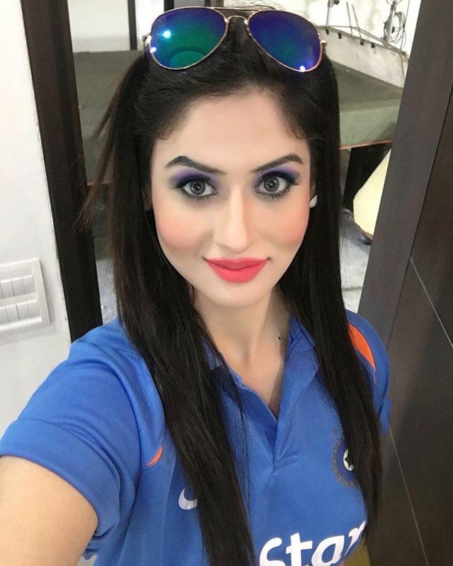 Sabby Suri Hot Selfie Instagram