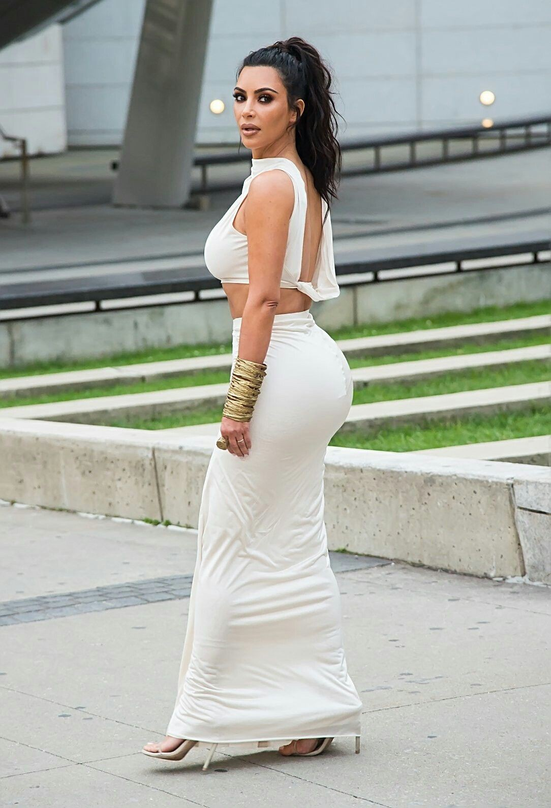 Kim kardashian hot white dress