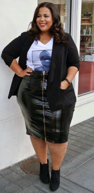 Wear plus size leather skirt