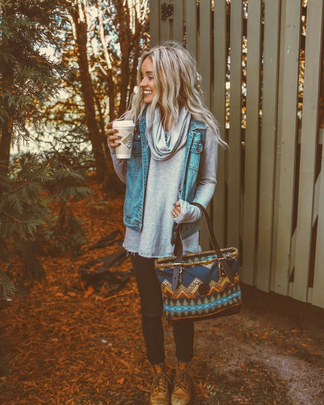 Stylish Hiking Boots Outfits For Winter, Sleeveless shirt, Ripped jeans