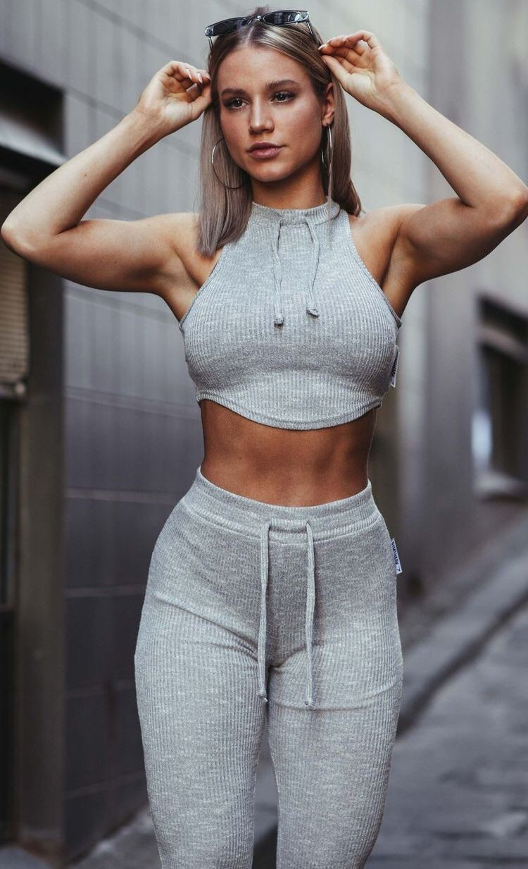 Outfit ideas for muscular girls