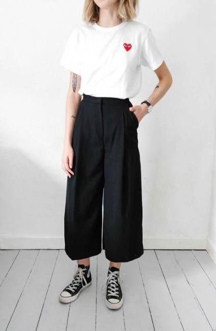 Simple Black Culottes Outfit