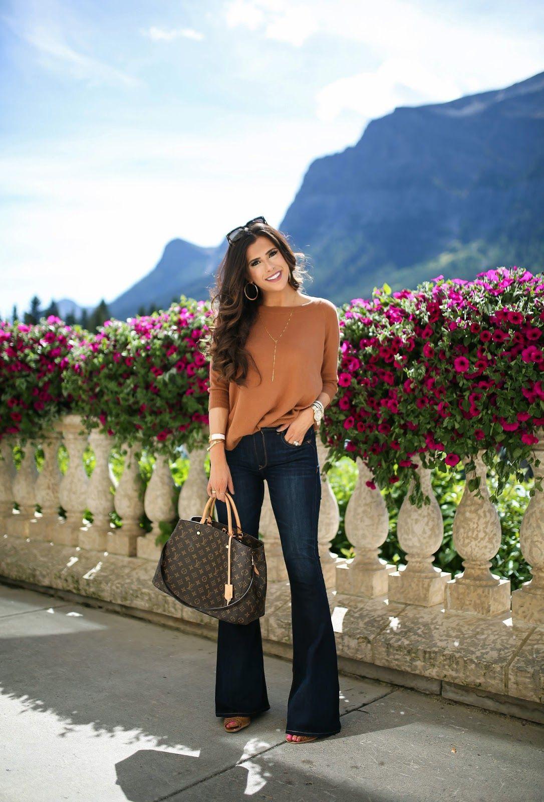 Calca jeans flare com anabela