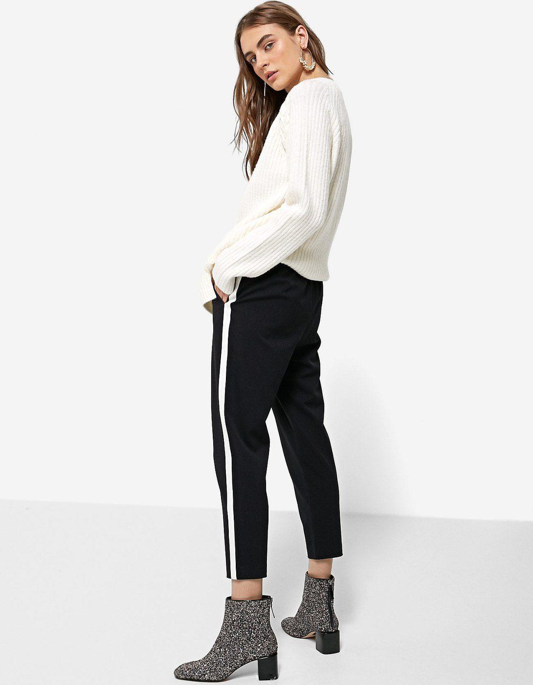 Pantalon negro raya lateral blanca stradivarius