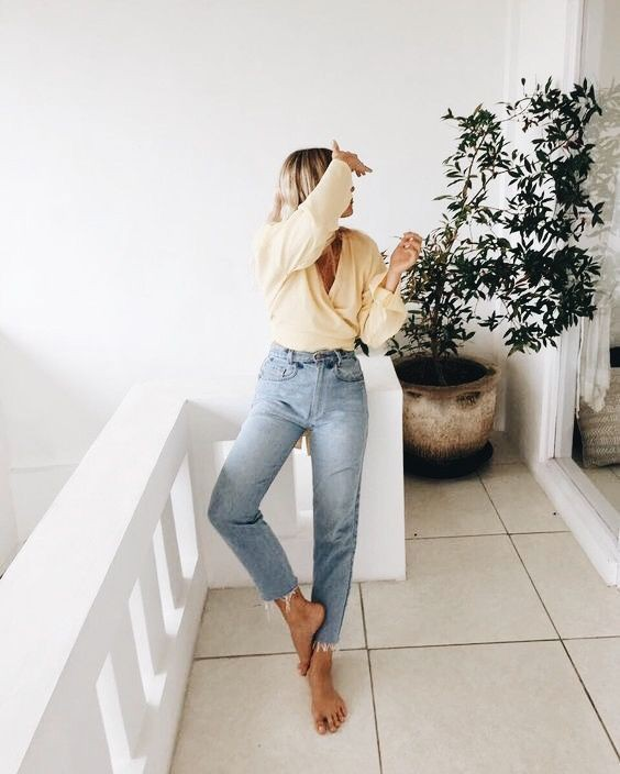 Cute Outfit With Mom Jeans For Young Girls – Casual Attire
