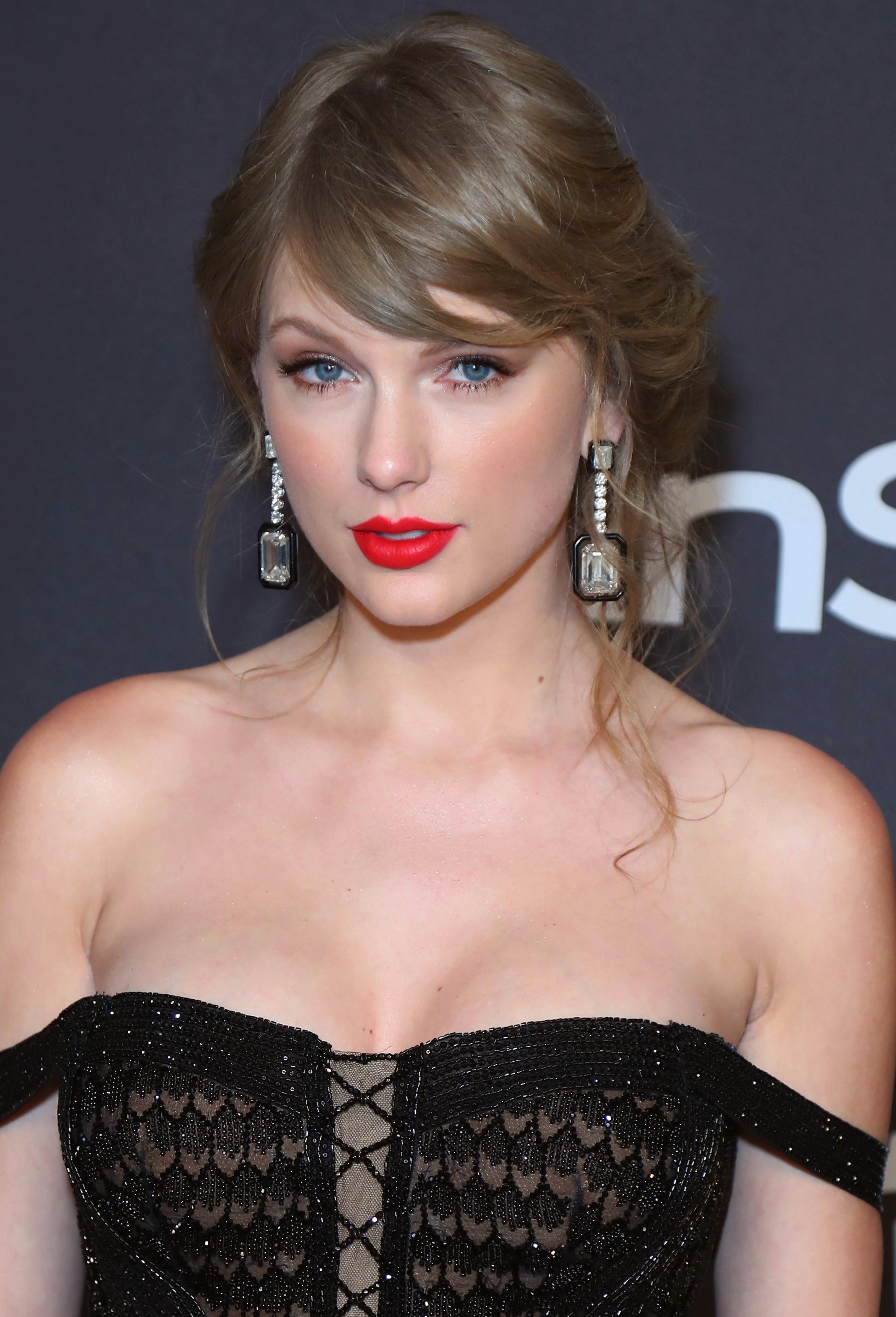 Sexy Girl | Taylor Swift Fashion | Taylor Swift Instagram