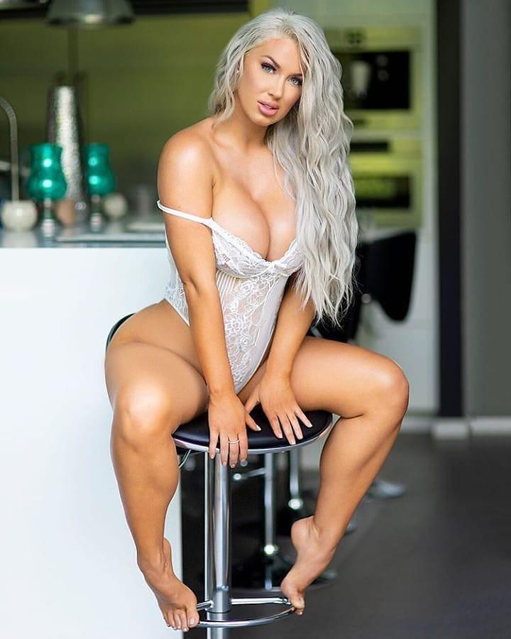 Hot Plus-Size  Models Pictures