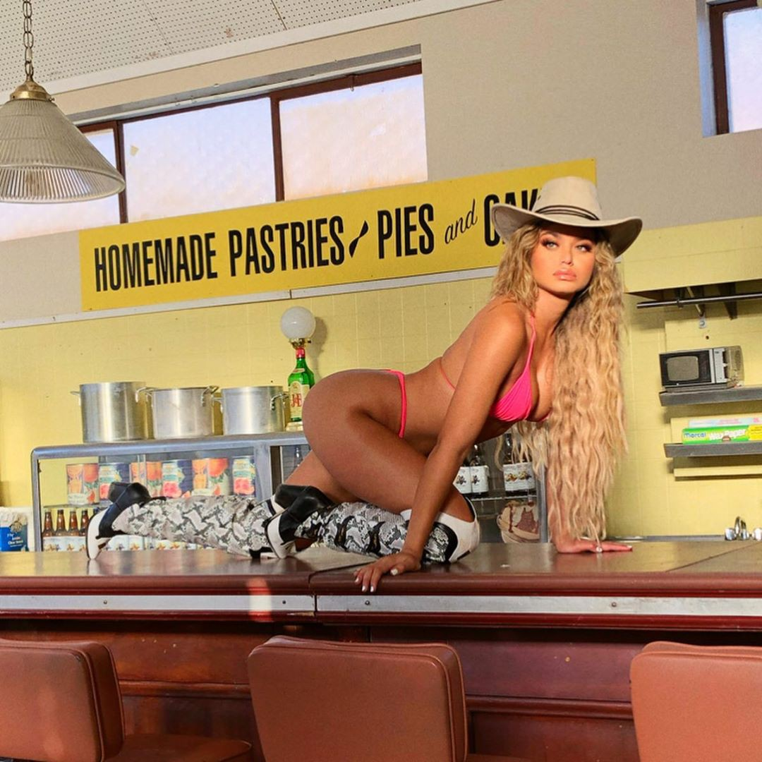 Sofia Jamora Instagram fashion accessory dresses ideas, woman thighs, hot legs photos