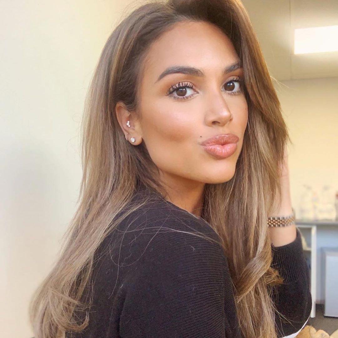 Seda London blond hairstyle, Face Makeup, Girls Lips