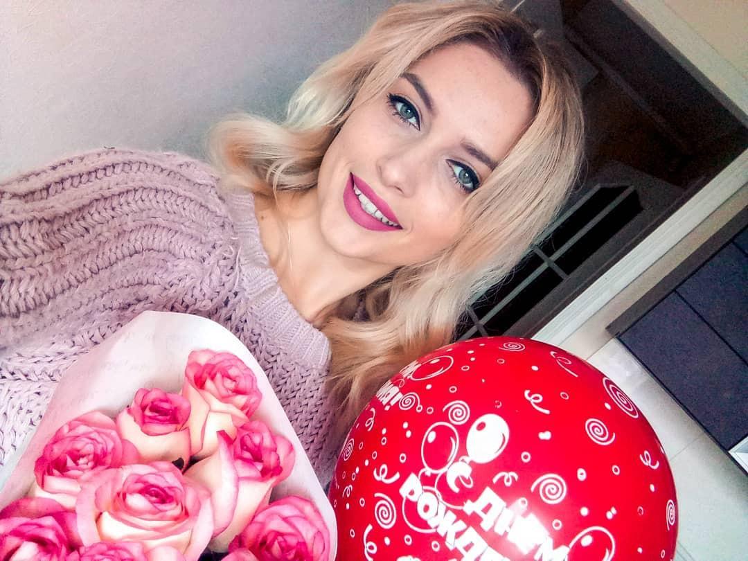 Aleksandra Glance blond hairstyle, Face Makeup Ideas, Natural Lipstick