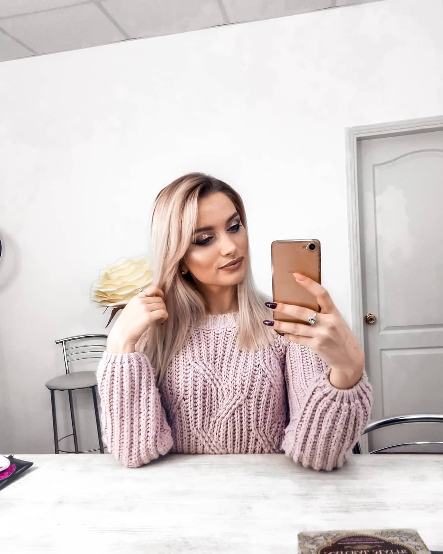 Aleksandra Glance cute blond hairs, Long Layered Hair, electronic device