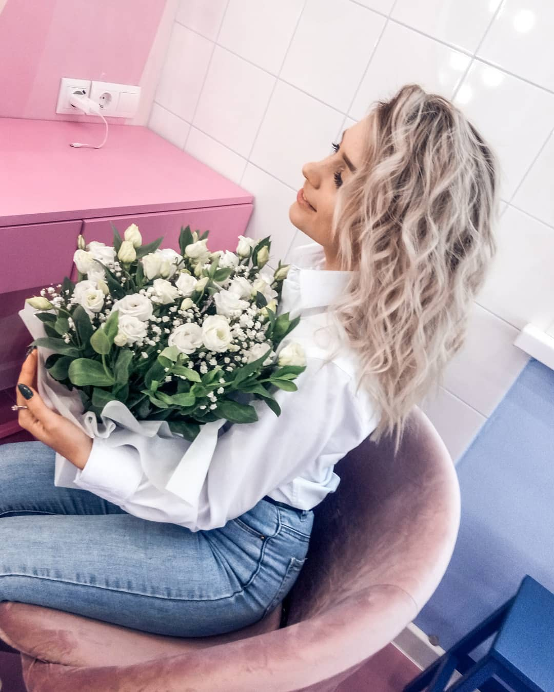 Aleksandra Glance floral design colour outfit, in blond hairs, Girls Hairstyle
