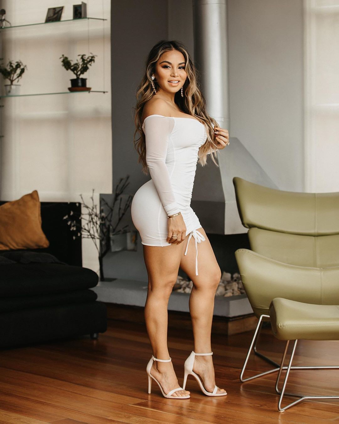 white outfit ideas with dress, hot girls thighs, legs pic