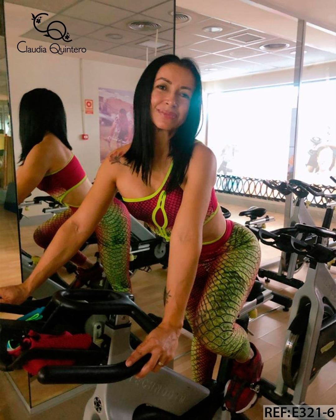 Ropa Deportiva woman thighs, fine legs, muscle pic