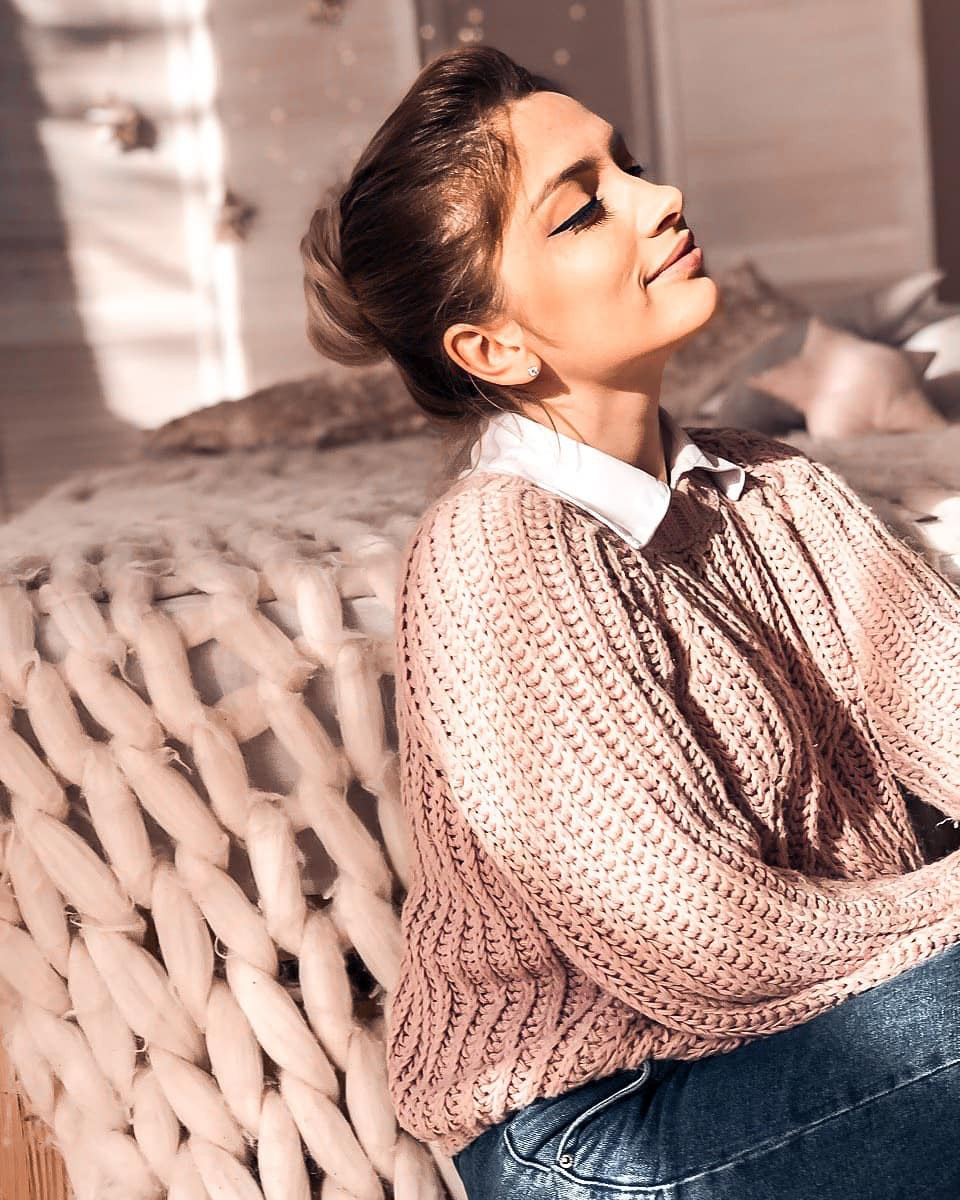 Aleksandra Glance sweater colour outfit, you must try, cute Haircuts, fashion tips