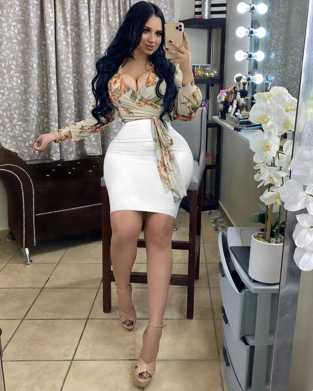 white outfit style with dress, hot girls thighs, legs picture