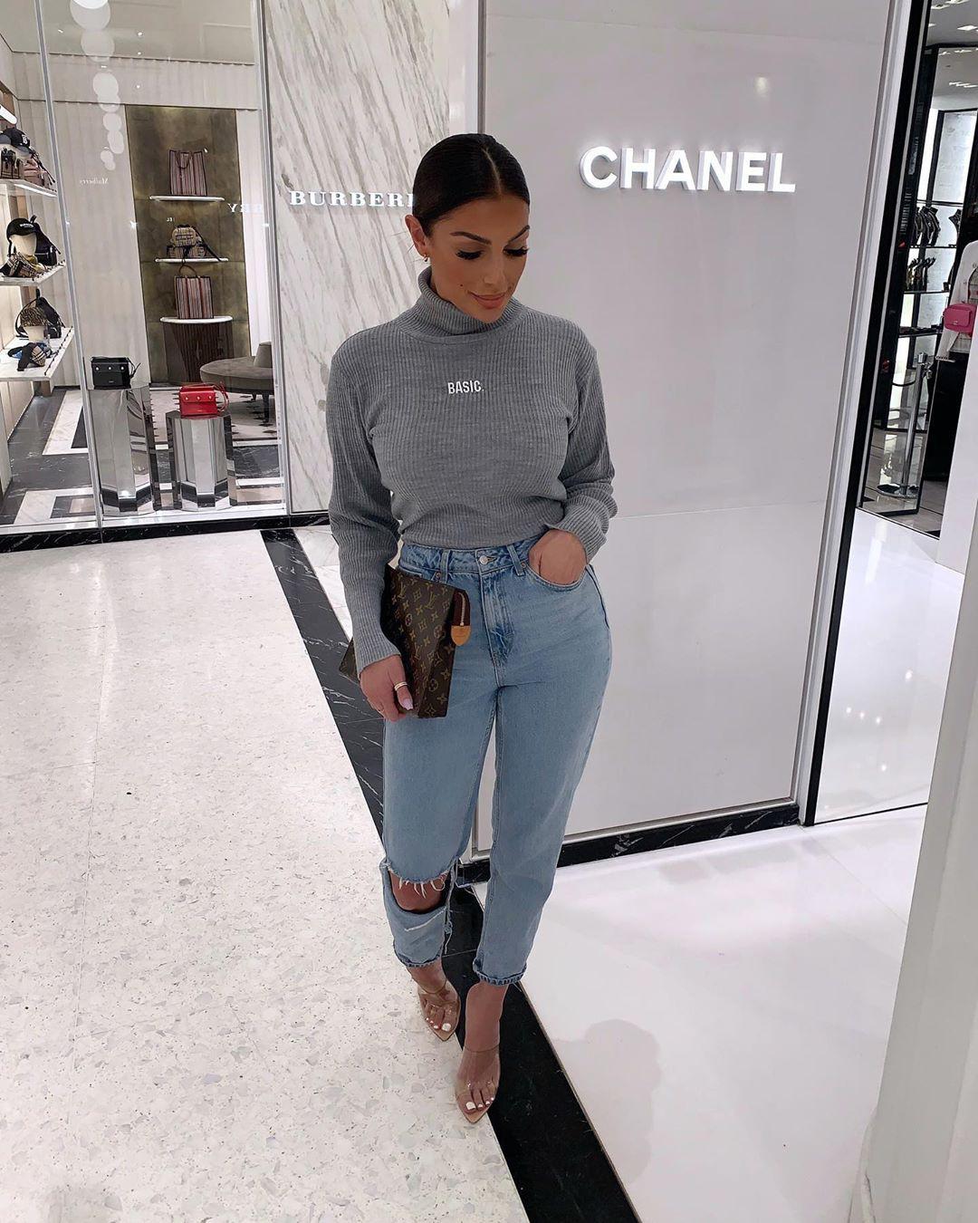 Katerina Themis ? trousers, t-shirt, denim outfit ideas