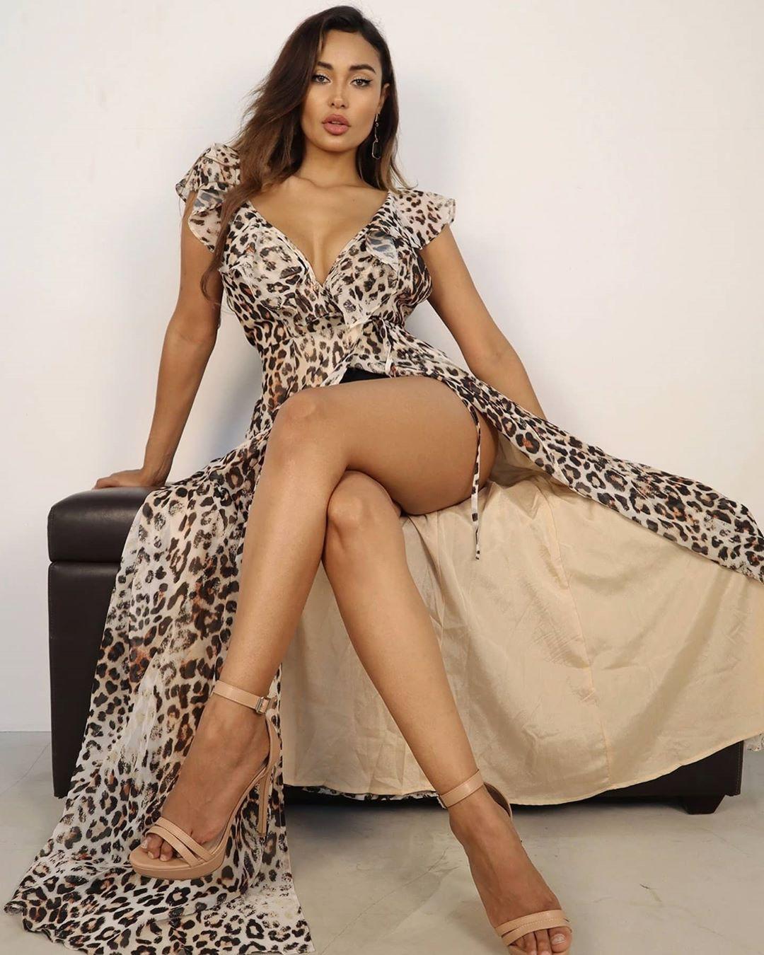Marona Tanner dress clothing ideas, girls photoshoot, female thighs