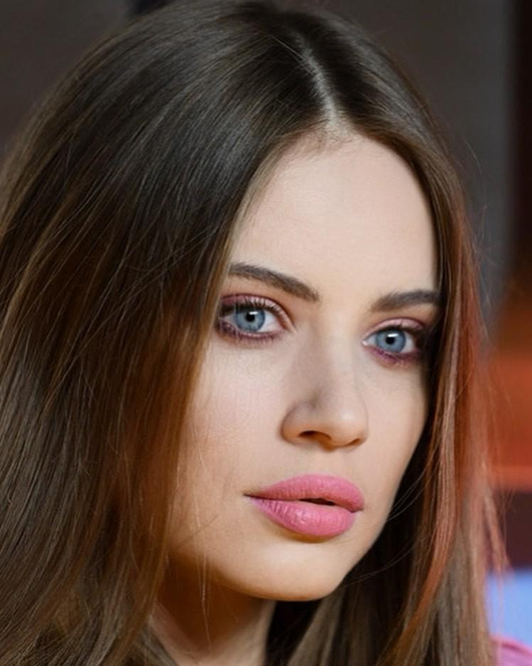 Xenia Tchoumitcheva Face Makeup, Girls Lips, Hairstyle For Girls