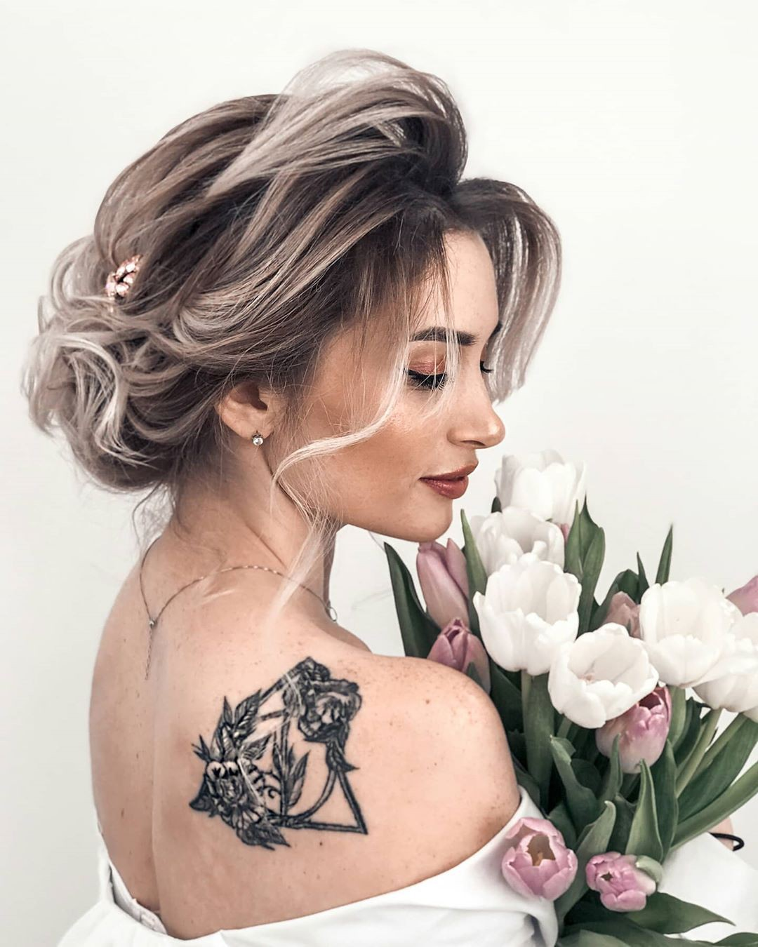 Aleksandra Glance Hairstyle For Girls, cute and sexy Hairstyle, temporary tattoo