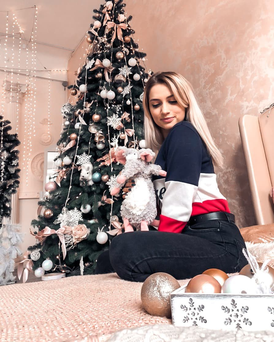 Aleksandra Glance outfit ideas, christmas decoration, christmas ornament