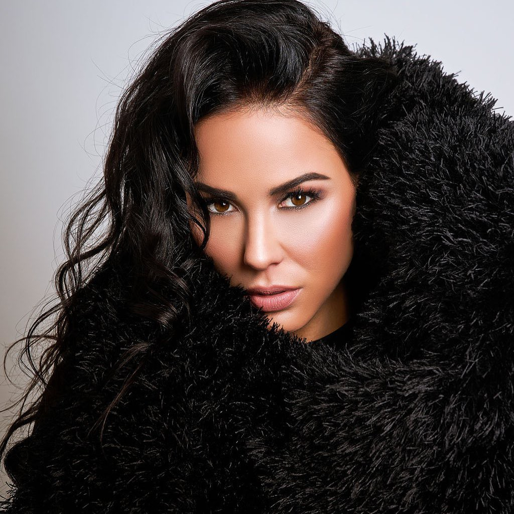 Melissa Riso fur colour outfit, Natural Black Hairstyles, Face Makeup